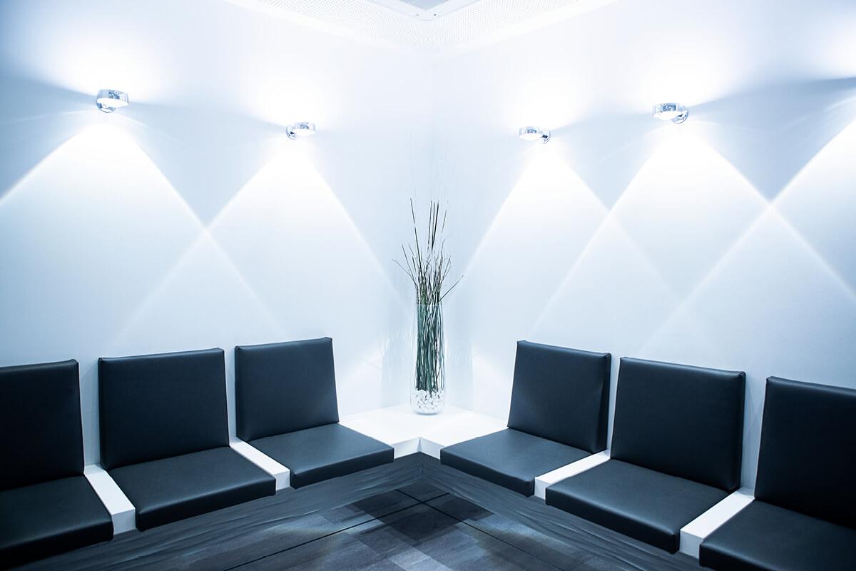 Wartezimmer der Zahnartpraxis in Haidhausen bei Dr. Schleich Kurpiers Pollok